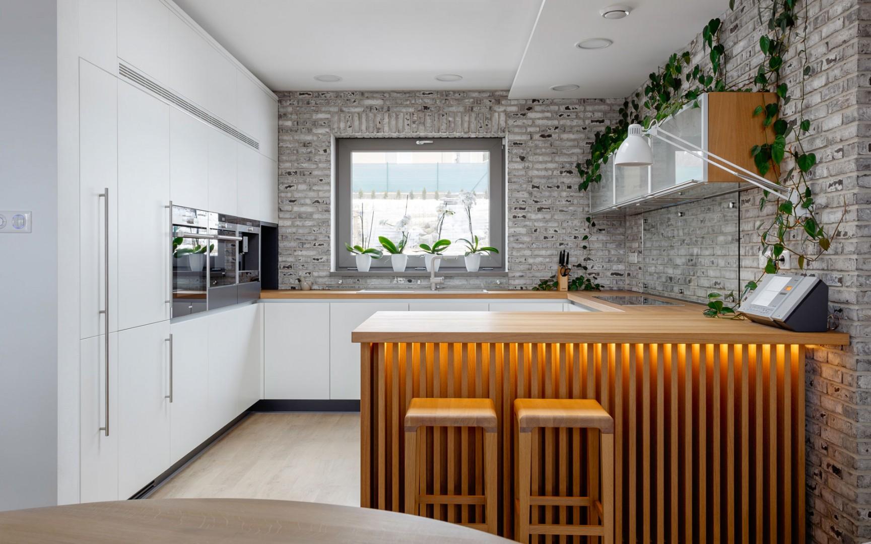 kuchyne na mieru, kuchynské linky na mieru, nábytok na mieru, masívny drevený nábytok, dýhovaný nábytok, kuchyne cubica, nábytok na mieru cubica, kuchyne Zvolen, cubica interiérové štúdio Zvolen