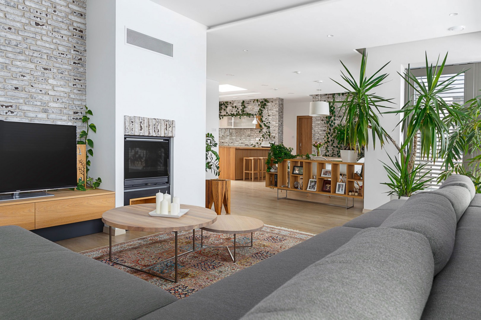 Dizajn a realizácia interiéru na mieru. Výroba nábytku na mieru.