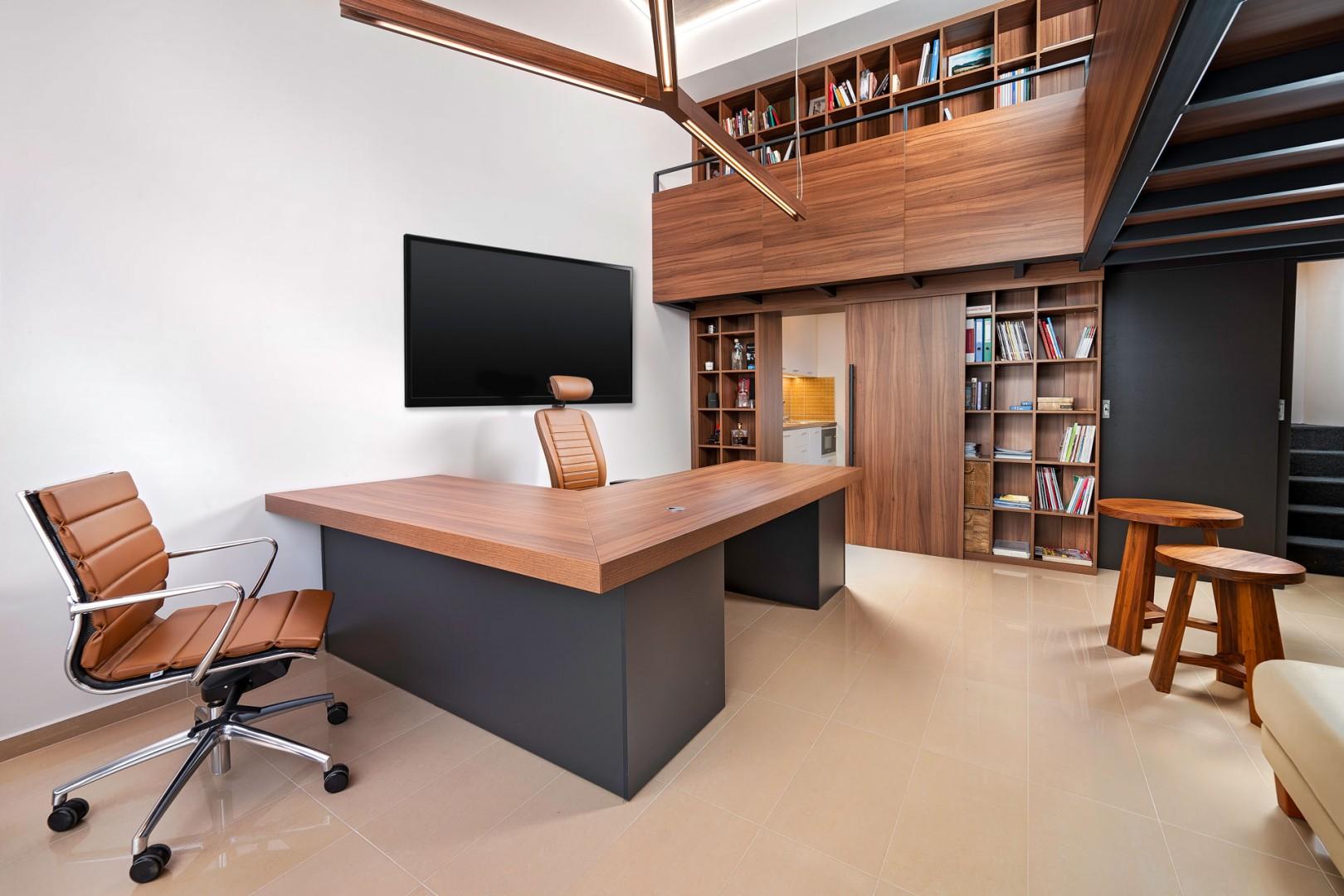 Návrh a realizácia interiéru - reprezentatívna loftová kancelária